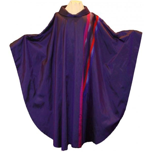 Seidenkasel - violett, ausgefallen mit Wellenstreifen - Vorderteil