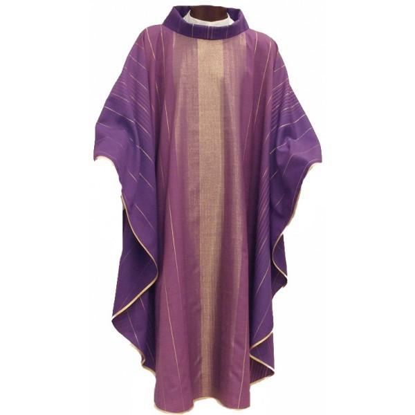 Kasel - violett mit eingewebten Goldstreifen
