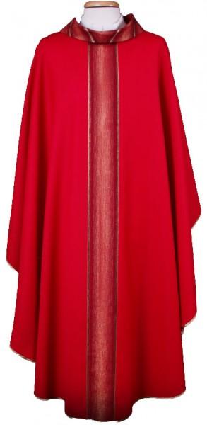 Rotes Messgewand mit gestreiften Mittelstab und Kragen