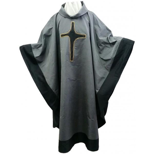 Seidenkasel - dunkelgrau mit appliziertem Kreuz und Blende