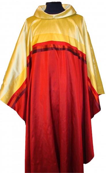 rote Seidenkasel mit goldfarbener Querblende - Vorderteil