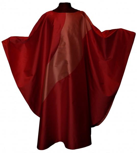 Seidengewand in rot mit hellerem Einsatz