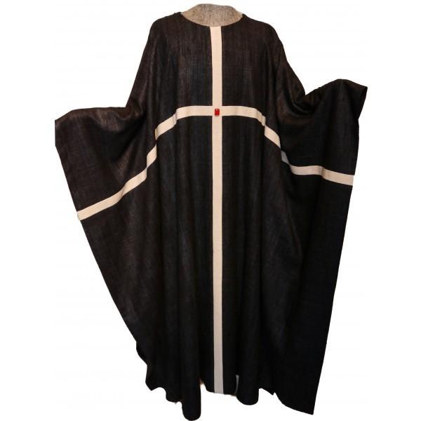 schwarzes Messgewand aus Seide mit durchlaufendem Kreuz