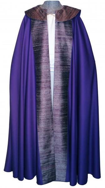 moderner violetter Chormantel mit Seidenstab und Cappa - Vorderteil