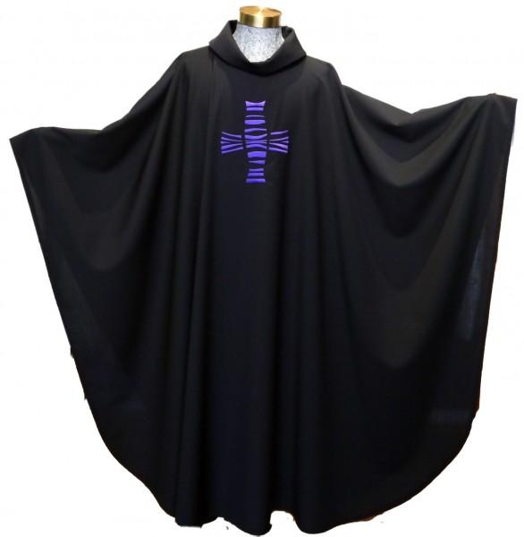Schwarze Kasel mit violettem Kreuz 1