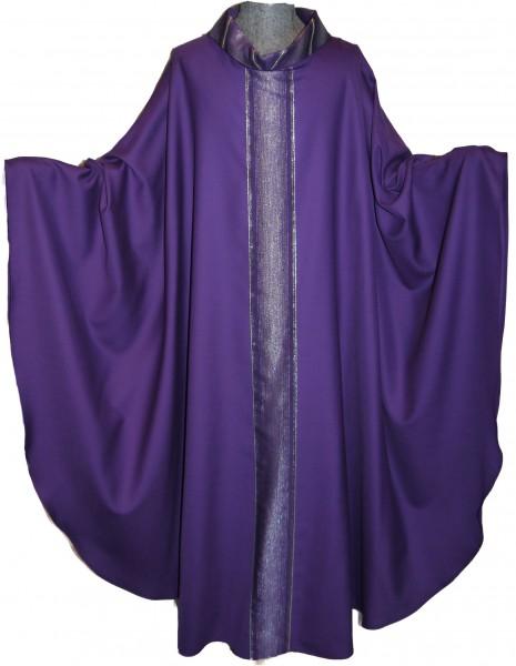 Violettes Messgewand mit gestreiften Mittelstab und Kragen