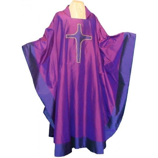 Seidenkasel - violett mit appliziertem Kreuz und Blende