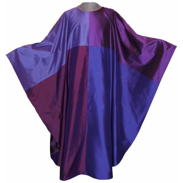 Seidengewand aus 4 verschiedenen Violetttönen