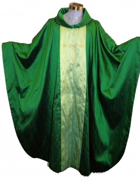 Seidenkasel - grün bestickt mit Japangold-Kreuz