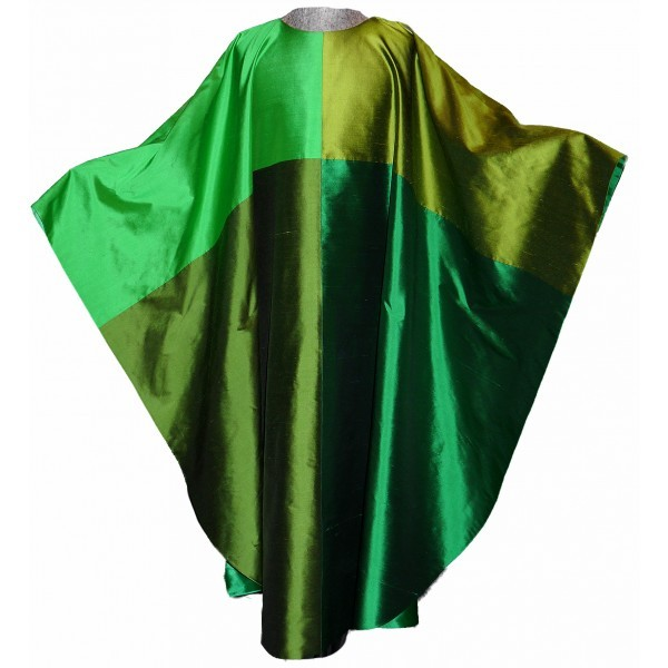 Seidengewand aus 4 verschiedenen Grüntönen
