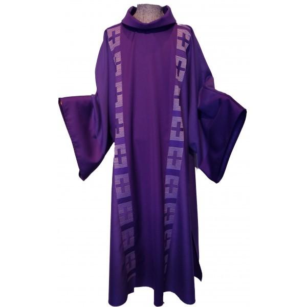 Dalmatik - violett mit dezent gestickten Clavistäben - Vorderteil