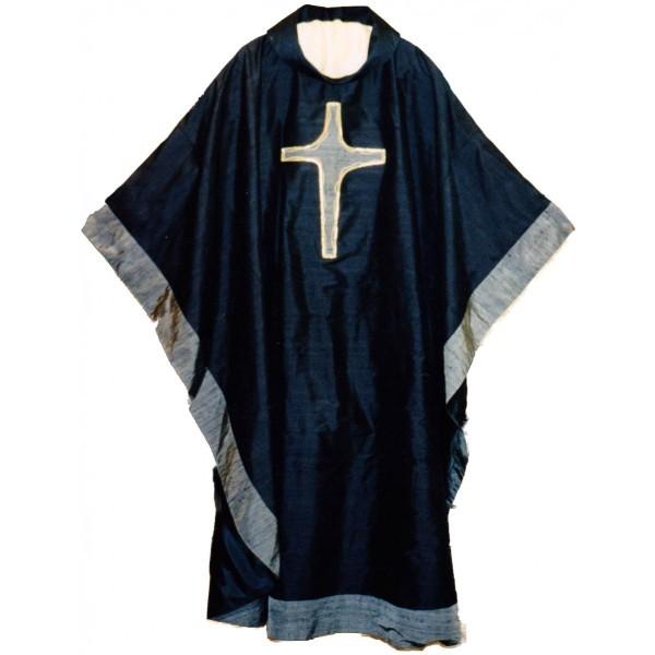 Seidenkasel - schwarz mit appliziertem Kreuz und Blende