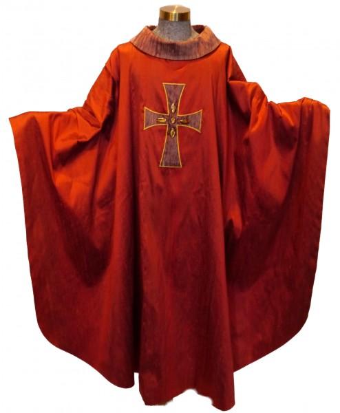 Rote Seidenkasel mit appliziertem Kreuz und Glassteinen - 1