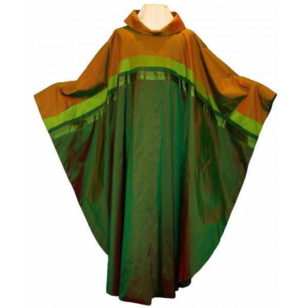 Ansprechendes grünes Seidengewand mit farblich abgesetzter Passe - Vorderteil