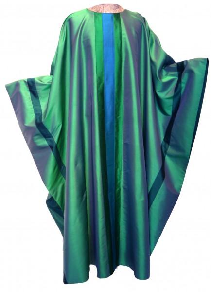 grüne Seidenkasel mit aufgesetzten Streifen