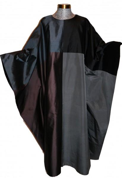 Seidengewand aus 4 verschiedenen Schwarz- und Grautönen