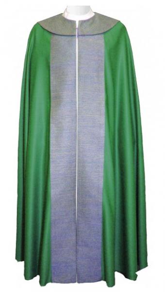 moderner grüner Chormantel mit Seidenstab und Cappa aus Wolle und Seide - Vorderteil