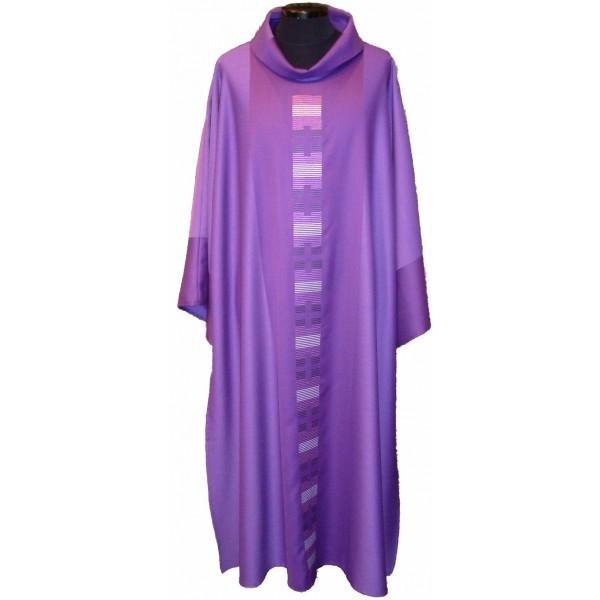 Dalmatik - violett mit dezent eingesticktem Mittelstab - Vorderteil