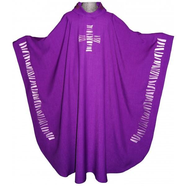 Messgewand - violett mit Kreuz und Randbestickung - Vorderteil