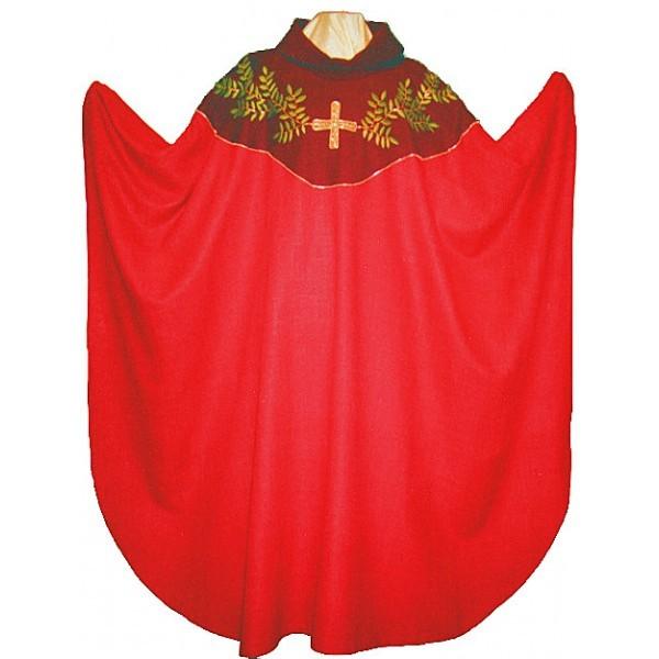 rote Seidenkasel mit Blattranke und Kreuz